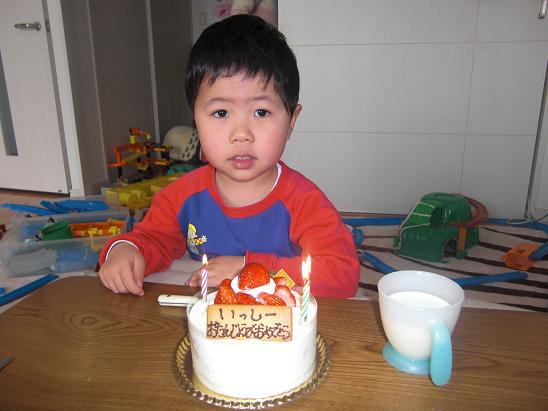 100328・誕生日ケーキとベランダ昼食 001
