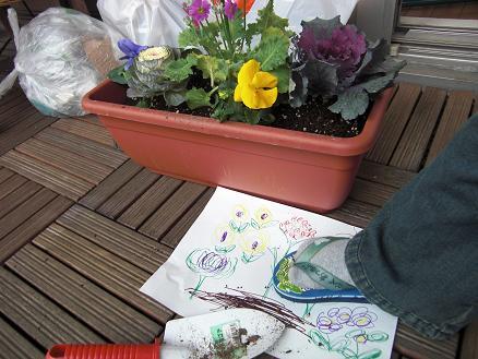 101230・花を植えるユウシン 003