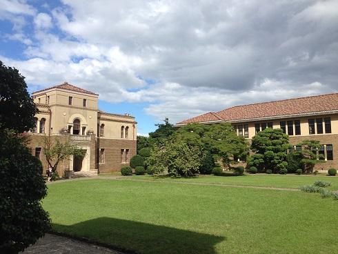 150918 大学中庭 (1)