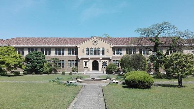160426 大学中庭 (1)