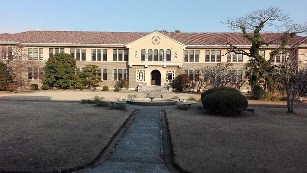 180223 大学の中庭 (4)