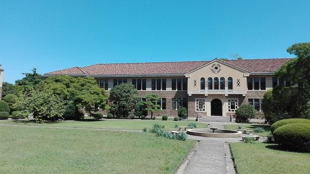 160831 大学中庭 (1)