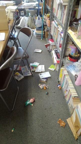 180619 地震で研究室は (12)