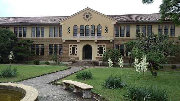 180608 大学中庭 (1)