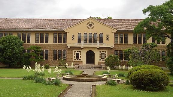 180611 大学中庭 (1)