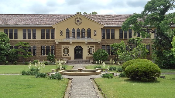 190610 大学中庭 (2)