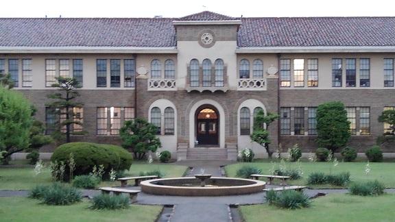 190607 大学中庭 (3)