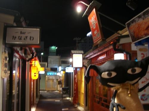 駅近くの大門横町を視察するオレ